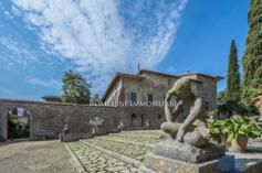 Tuscan estate courtyard